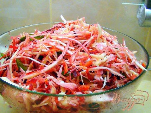 Быстро маринованная капуста со свеклой, морковкой и сладким перцем.
