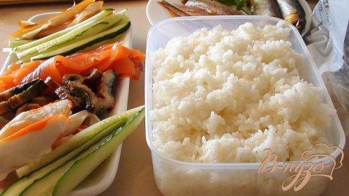 Нигири-суши с килькой.