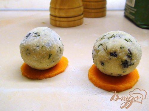 Шашлычки из трески и сырных шариков на пару.