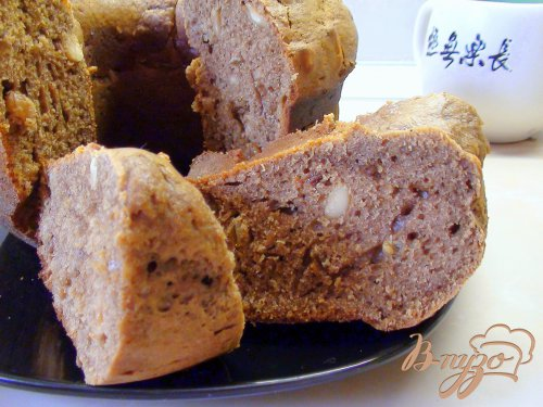 Шоколадно-твороженный кекс с изюмом и орехами.