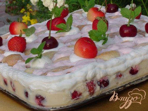 """Десертный торт """"Клубнично-вишневая нежность"""""""