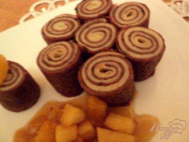 Рецепт Блинные рулетики с фруктово-карамельным соусом.