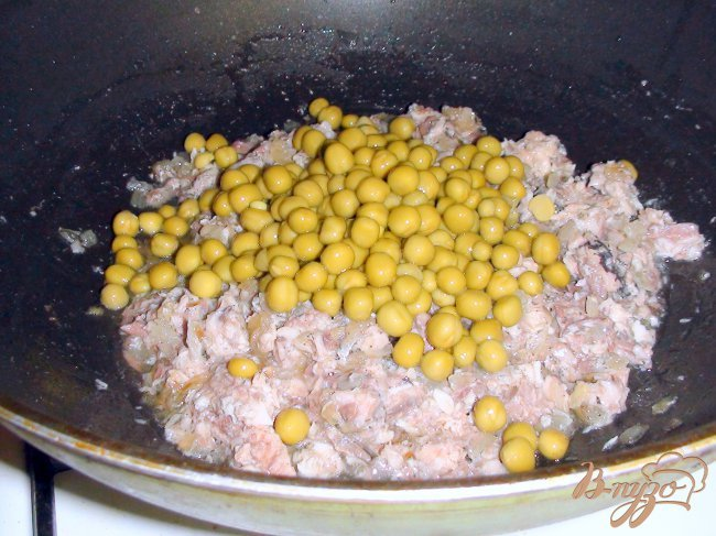 Салат с макаронами и консервами