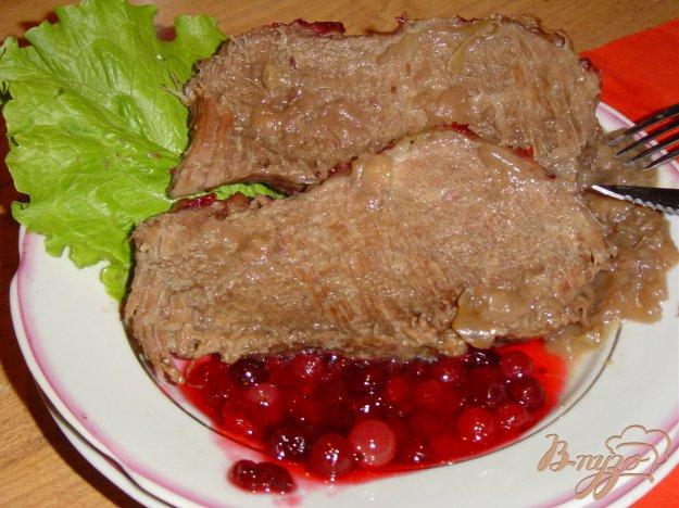 Рецепт Говядина, тушеная с красным вином и клюквенным соусом