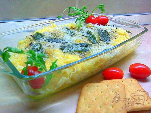 Полента с сыром и чипсами из шалфея.