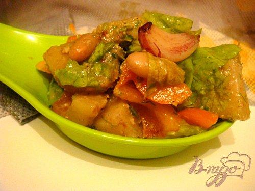Салат с печеным чесноком