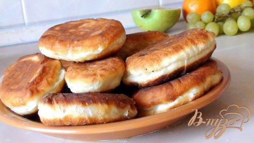 Жареные пирожки с картошкой.