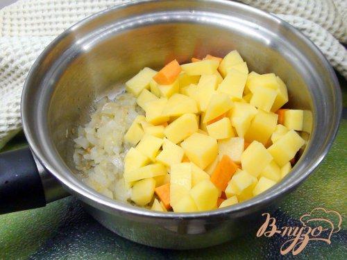 Картофельный суп-пюре с креветками.