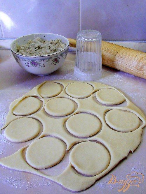 Пирожки с рыбой из сметанного теста.