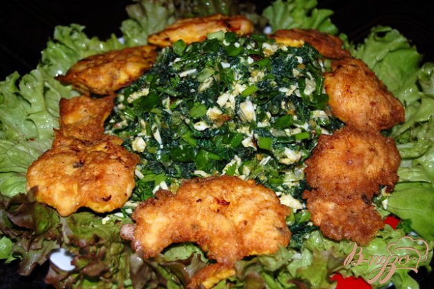 фото рецепта: Зеленый салат с крапивой