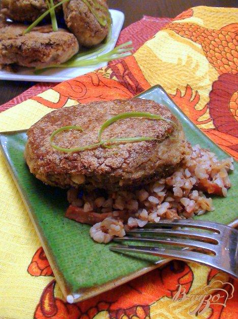 Рецепт Котлеты из отварной печени с кедровыми орешками.