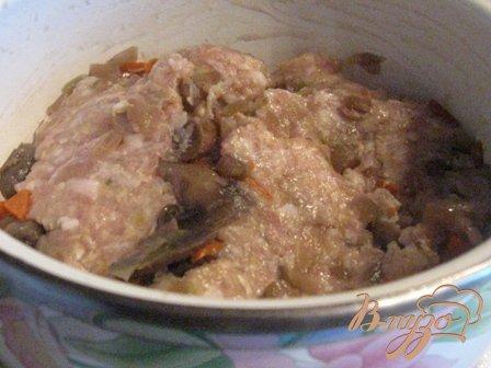 Котлеты с грибами в сметанно-молочном соусе