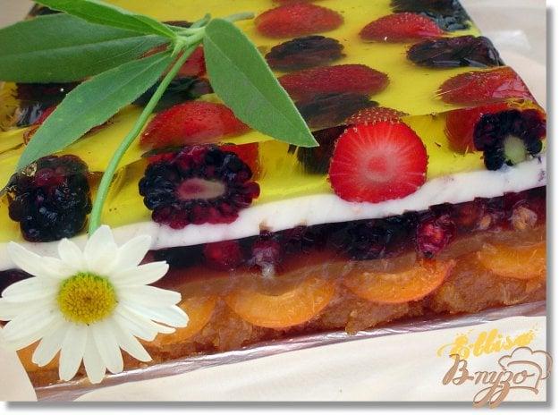 Желейний торт з ягодами і шоколадною крихтою. Як приготувати з фото