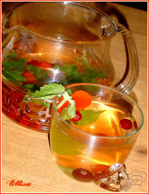 фото рецепта: Зеленый чай с клюквой и мелиссой