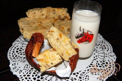 Медовый бисквит с орехами и курагой из микроволновки
