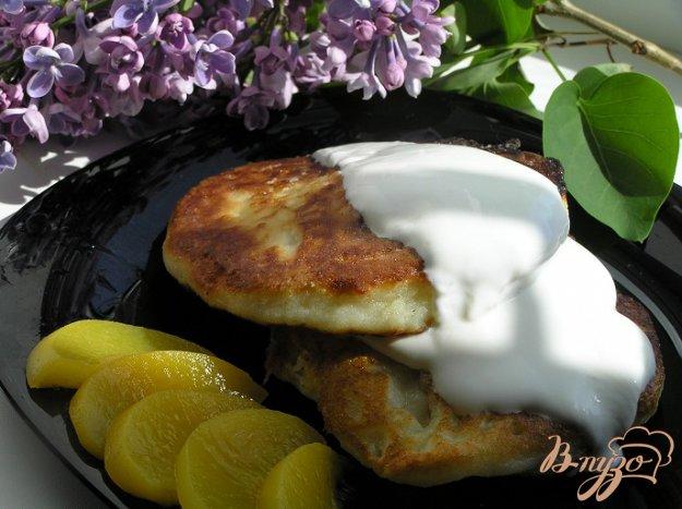 фото рецепта: Воскресные сырники с персиками