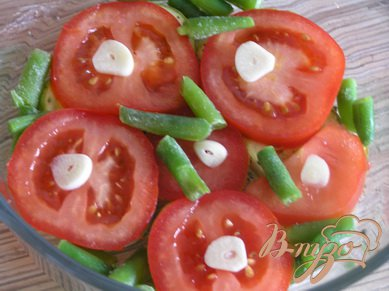 Кабачки, запеченные с помидорами и стручковой фасолью
