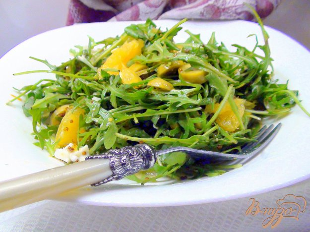 Рецепт Пикантный салат с рукколой и апельсином.