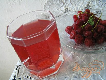Рецепт Малиновый компот с красной смородиной и мятой