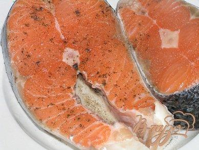 Стейки лосося с сыром и чесноком