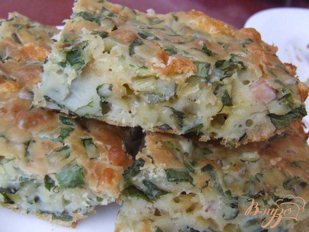 фото рецепта: Пирог с зеленым луком и ветчиной