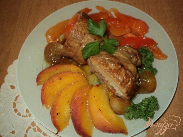 фото рецепта: Рулетики с персиками и перцем.