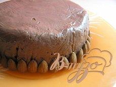 Шоколадный торт-тянучка с курагой и орехами