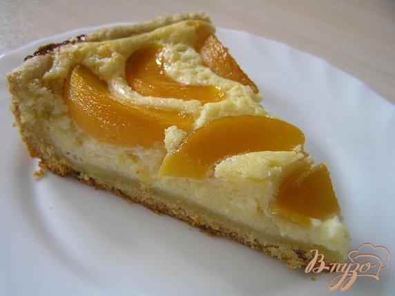 фото рецепта: Творожно-лимонный пирог с персиками