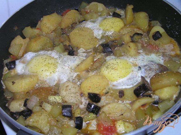 Рецепт Овощи с шампиньонами и яичницей-глазуньей
