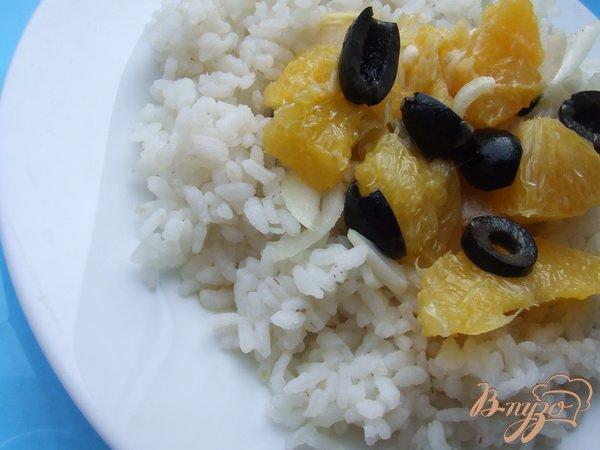 Рецепт Апельсиновый салат с маслинами и луком.