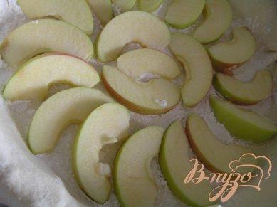Слоеный пирог с яблоком и смородиной
