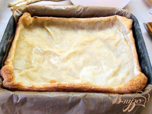 Луковый пирог с ветчиной на слоёном тесте.