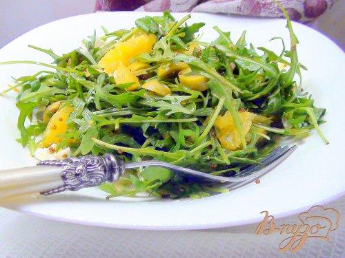 Пикантный салат с рукколой и апельсином.