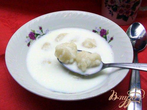 Молочный суп с творожными клёцками.