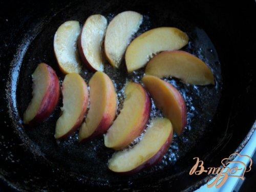 Рулетики с персиками и перцем.