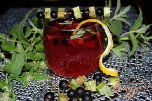 Пряный смородиново-ревеневый напиток