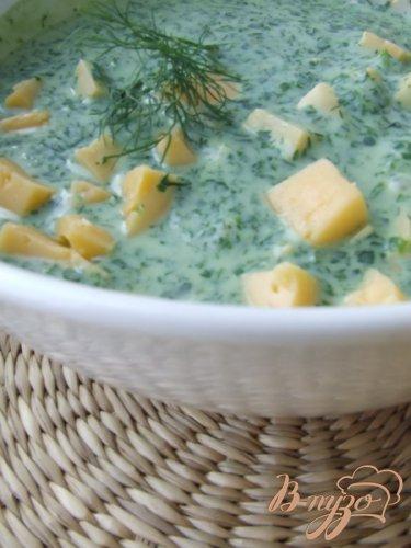 Холодный суп с кефиром и зеленью.