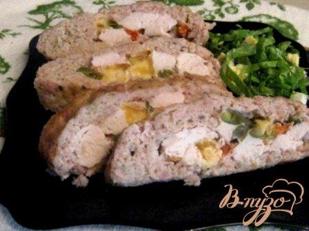 Мясной рулет с сыром  и овощами