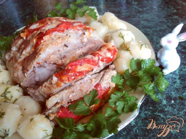 Рецепт Свинина запеченная с сыром и помидорами.