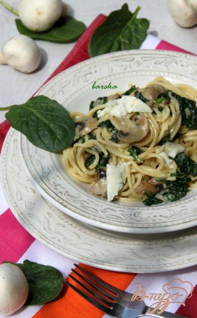 Рецепт Спагетти в сливочном соусе с шампиньонами, шпинатом и горгонзолой