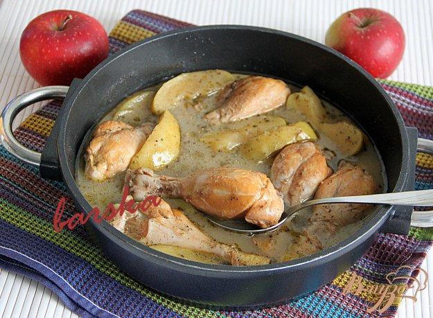 фото рецепта: Куриные голени в яблоках