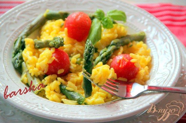 Рецепт Ризотто с шафраном, зелeной спаржей и помидорками черри