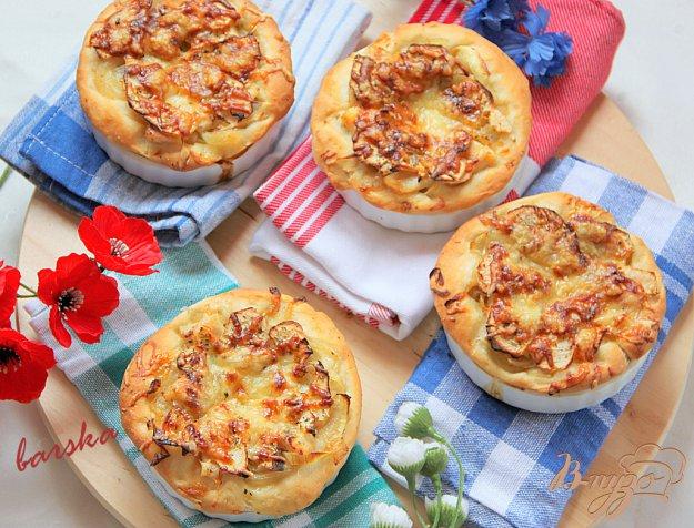 фото рецепта: Мини-тарты с копчeной рыбой и яблоком