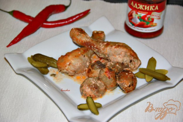 Рецепт Курочка с шампиньонами в сметанно-аджичном соусе
