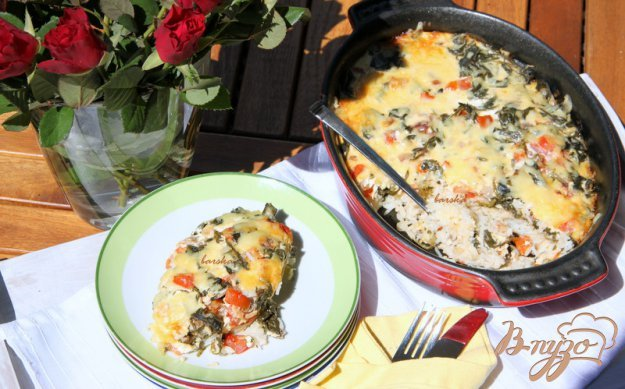 фото рецепта: Запеканка-пирог из риса со шпинатом и помидорами