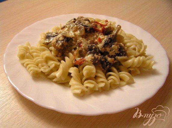 Фото приготовление рецепта: Паста с грибным соусом шаг №5