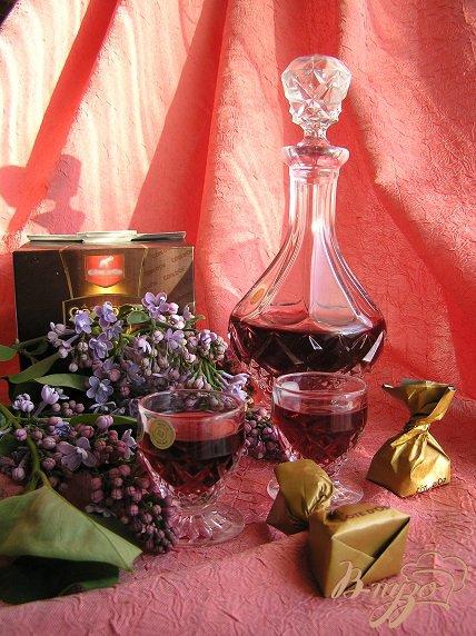 Фото приготовление рецепта: Домашний малиновый ликер с ванилью шаг №2