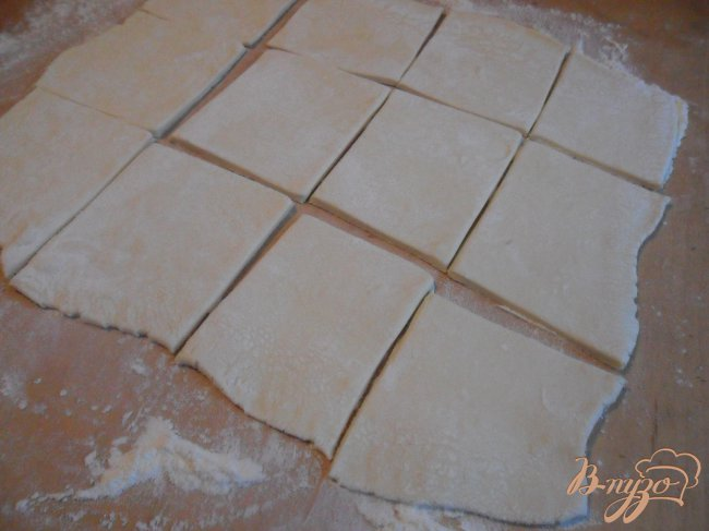 Фото приготовление рецепта: Слойки с шоколадом шаг №2