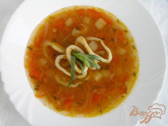 Фото приготовление рецепта: Суп с кальмарами и эстрагоном шаг №9