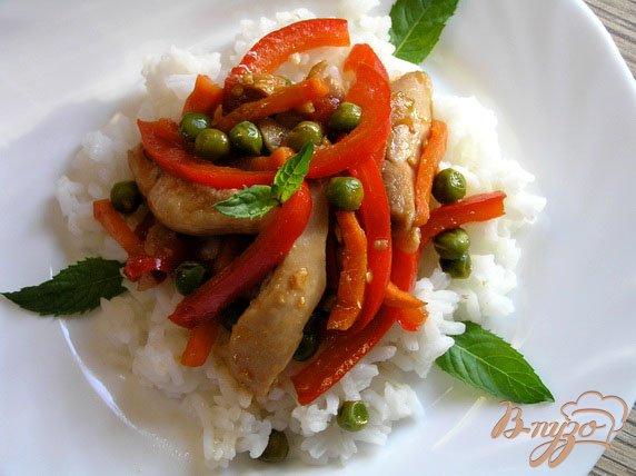 Фото приготовление рецепта: Соте из курицы с овощами и мятой шаг №6